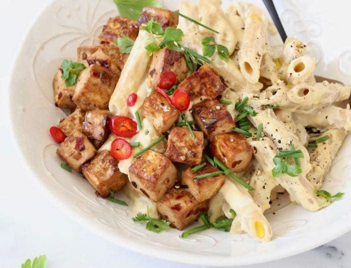 Vegan Alfredo Sauce Recipe with Cashews, Garlic and Nutritional Yeast.