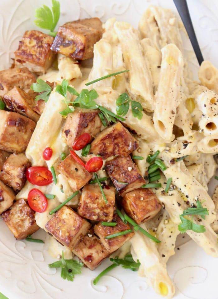 Best Vegan Alfredo Sauce Recipe with Cashews, Garlic and Nutritional Yeast.