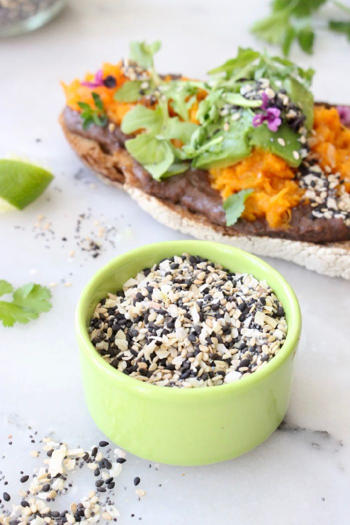 DIY Everything Bagel Seasoning Recipe: black and white sesame seeds, poppy, onion flakes, garlic and sea salt.
