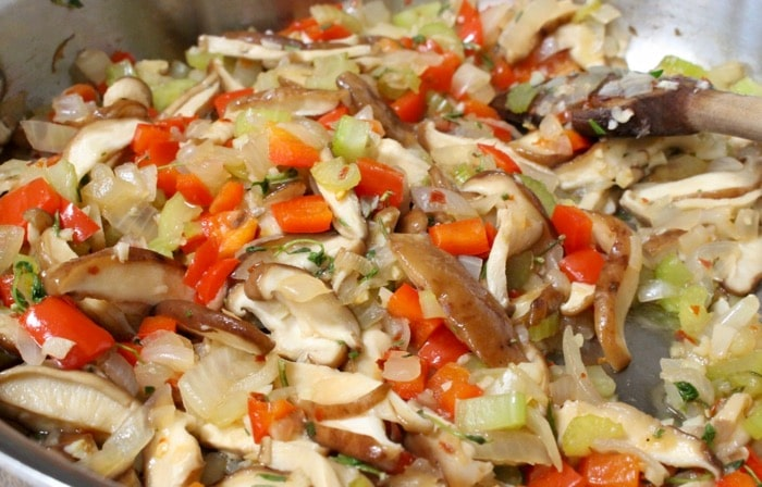 simple vegan stuffing recipe made with whole wheat crusty bread, shiitake mushrooms, red bell peppers and fresh herbs.