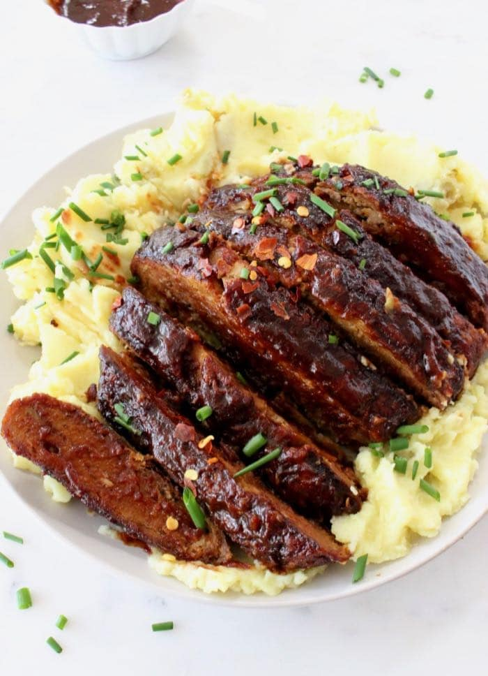 Best vegan ribs recipe made with tender meaty jackfruit and sietan.