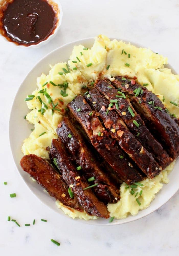Best vegan ribs made with tender meaty jackfruit and sietan over mashed potatoes.